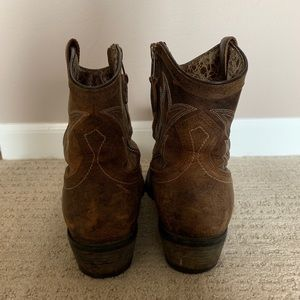 Ariat Shoes - Short Ariat Cowboy Boots